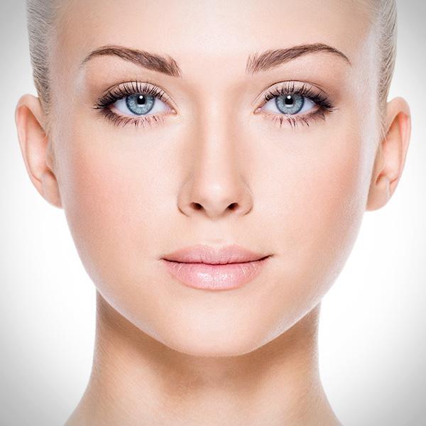 La Cápsula del Tiempo es una solución a las arrugas e imperfecciones de la piel con resultados inmediatos, que combina lo último en dermacéutica y tecnología de precisión alemana.