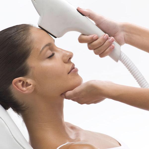El IPL es un método no invasivo de depilación y rejuvenecimiento de la piel. Una auténtica revolución en el mundo de la estética que hasta ahora giraba en torno al láser